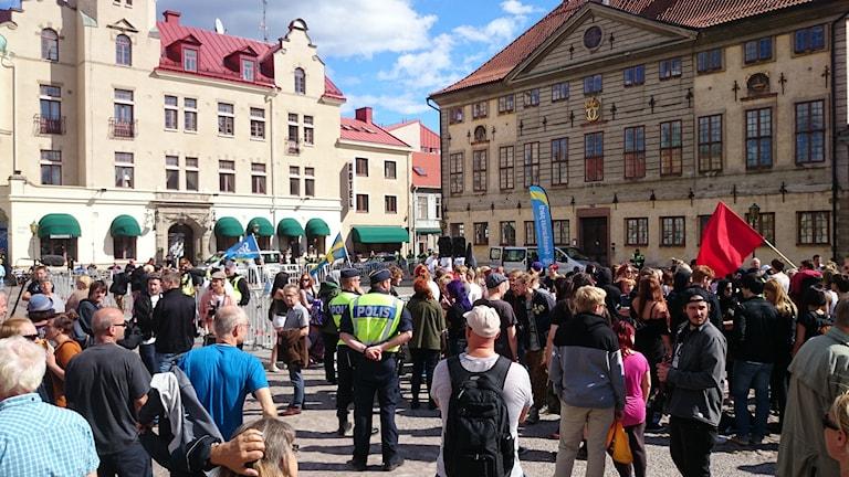 Folk på torgmöte. Foto: Nick Näslund/Sveriges Radio