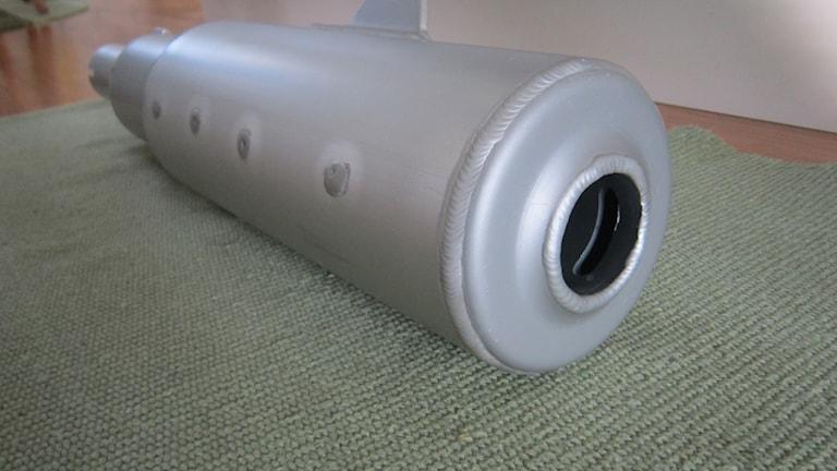 Prototyp av ljuddämpare. Foto: Janne Rindstig/Sveriges Radio