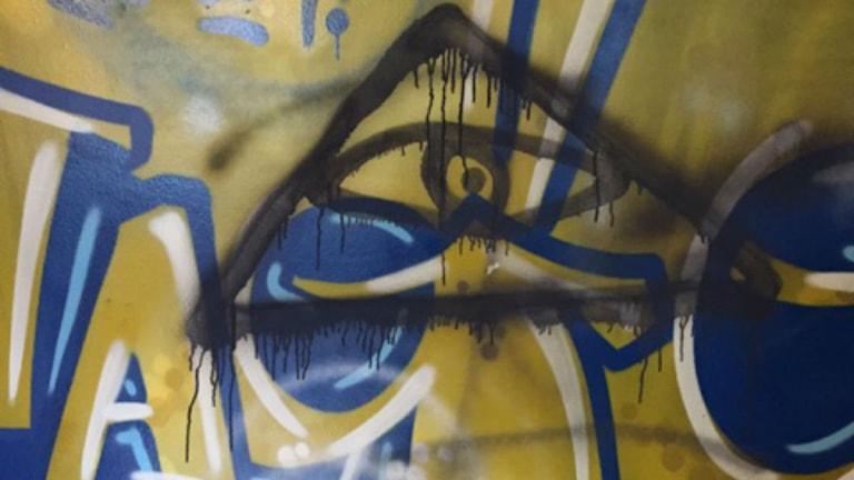 Även på graffitiväggen har någon klottrat. Foto: Sara Sjölin.