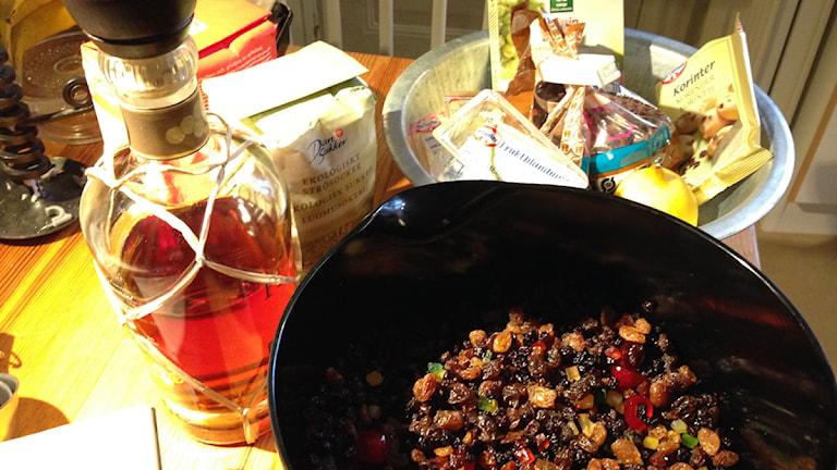 Ingredienser till engelsk fruktkaka. Foto: Niklas Skagerlind/Sveriges Radio