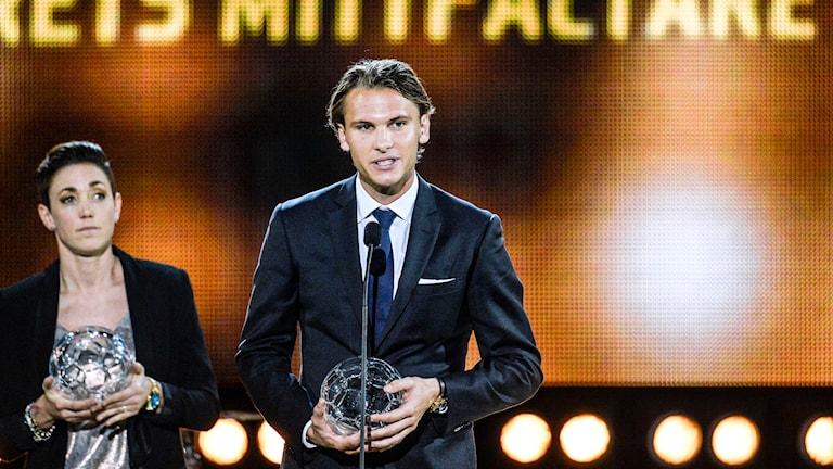 Therese Sjögran och Albin Ekdal på 2014 års fotbollsgala i tv. Foto: Anders Wiklund/TT