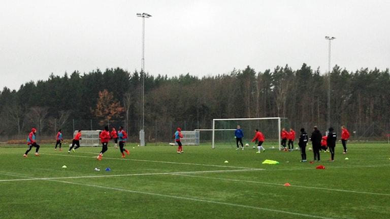 Kalmar FF tränar. Foto: Janne Rindstig/Sveriges Radio