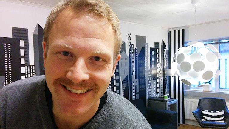 marcus alsér, på bild, har tillsammans med sitt team samlat in över hundra tusen kronor till kampen mot prostata- och testikelcancer. Foto: