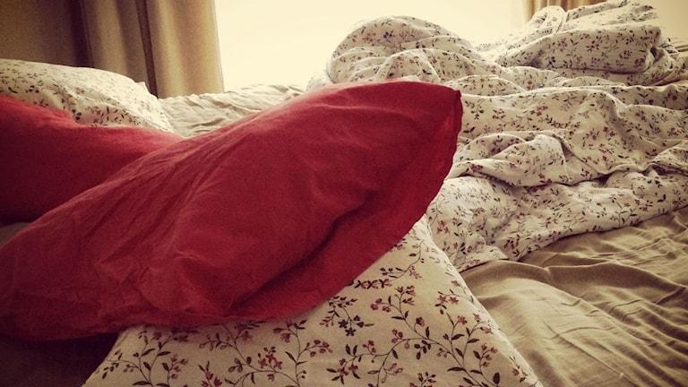 En säng som inte bäddats. Foto: Maria Skagerlind/Sveriges Radio.