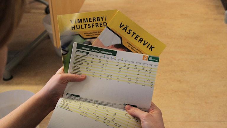 Busstidtabeller. Foto: Leif Johansson/Sveriges Radio