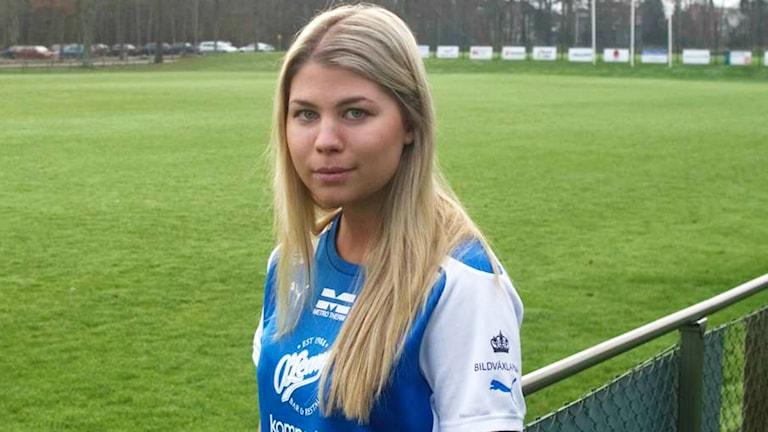 Michaela Sandberg i fotbollskläder på planen. Foto: IFK Kalmar