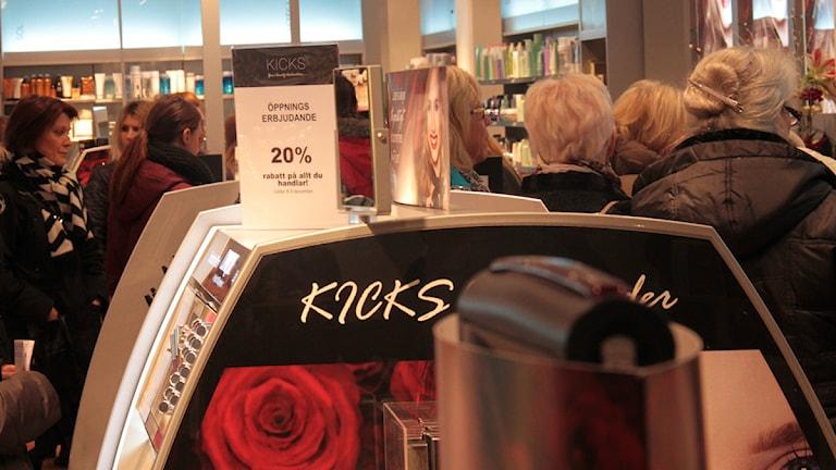Full fart i den nyöppande affären i Västervik.