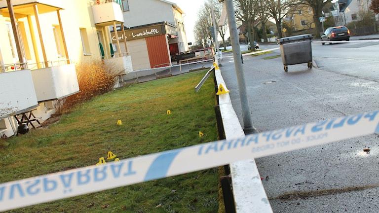 Polisens avspärrning på Brevikssvägen i Västervik. Foto: Johanna Lindblad Ahl/Sveriges Radio