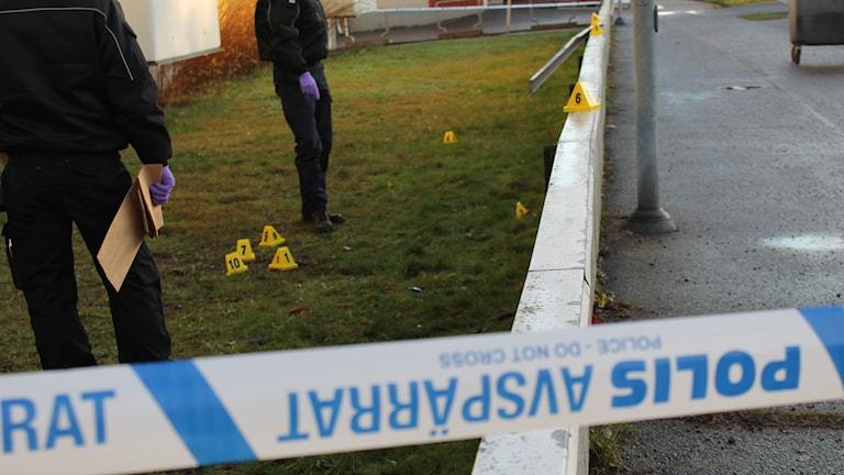 Polisens avspärrningsband. Foto: Johanna Lindblad Ahl/Sveriges Radio