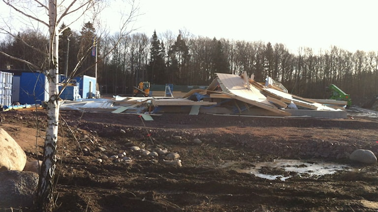 Den nya mellanstadieskolan i Färjestaden som håller på att byggas rasade i stormen. Foto: Sofia Valve/Sveriges Radio