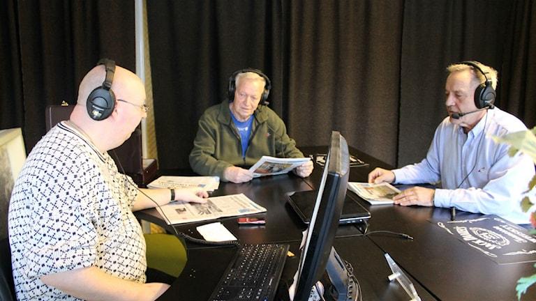 Radio Wix i Valdemarsvik med Mårten Carlsson, Bertil Guve och Lasse Svensson som sänder Morgonrond i Radio Wix varje tisdag. Foto: Johanna Lindblad Ahl