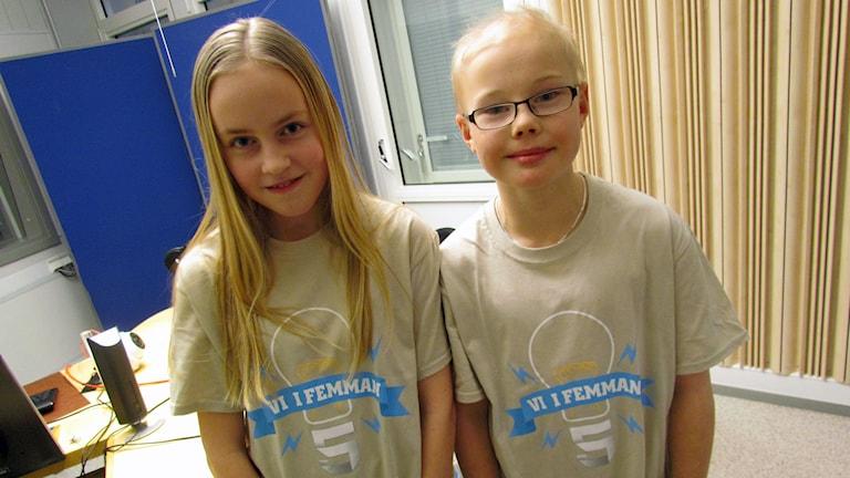 Rödleskolans räkning tävlar Lotta Backman och Axel Eveborn.