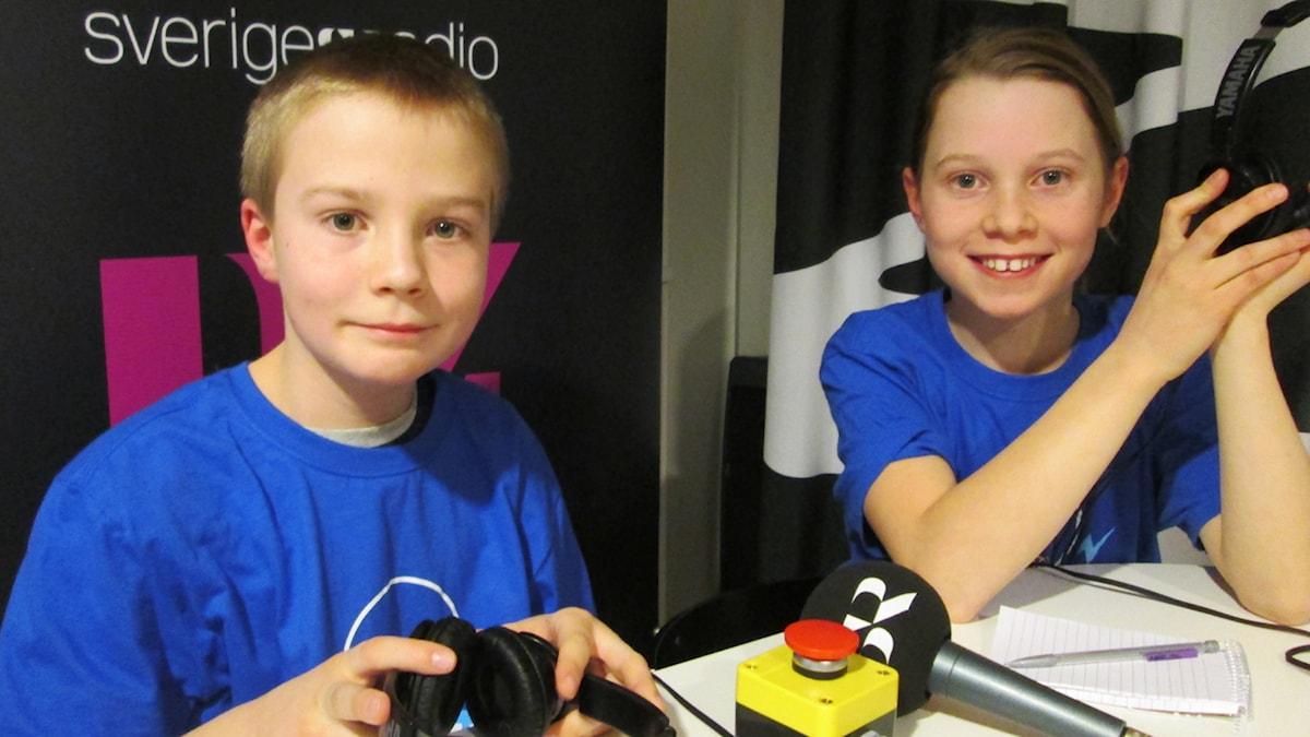 Lukas Hellström och Malva Jönsson tävlar för Regnbågen Montessori. Foto: Niklas Kaldner/Sveriges Radio