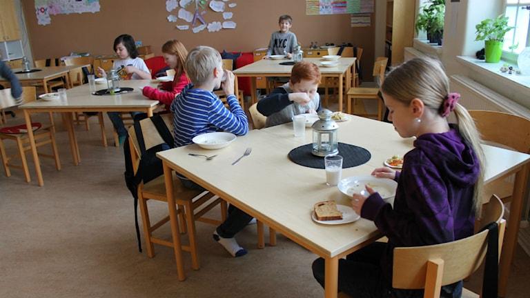 Marieborgsskolans elever äter i sina klassrum. Foto: Johanna Lindblad Ahl