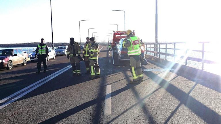 Olyckan gjorde att det blev köbildning på Ölandsbron. Foto: Helmuth Petersson