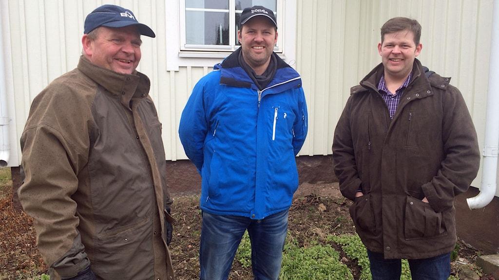 Eskil Erlandsson (C) besökte bröderna Ralf och Anders Johansson i Norra Tång utanför Bergkvara.