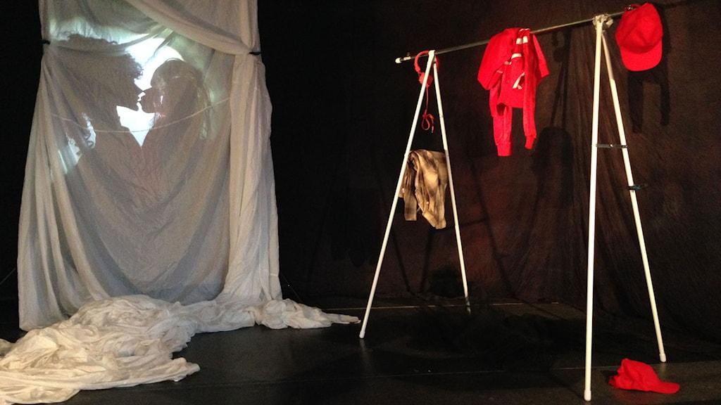 Scen ur Romeo och Julia med Ölands Dramatiska Teater.