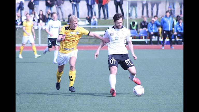 Mergim Smakolli i Oskarshamns AIK. Foto: Patrik Wirengård/Sveriges Radio