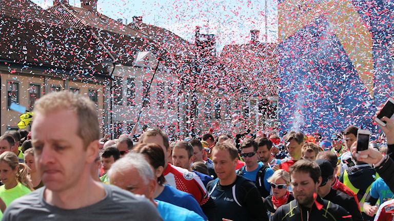 Wings for life world run Kalmar. Löpare på väg till starten. Foto: Kajsa Palmqvist.