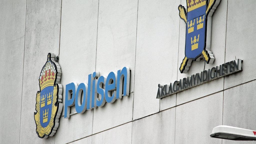 Polisen och Åklagarmyndigheten.