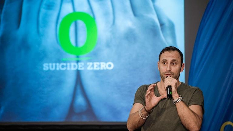 Mattias Sunneborn jobbar för att minska antalet självmord.