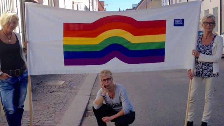 Förberedelserna inför Prideparaden är i full gång.