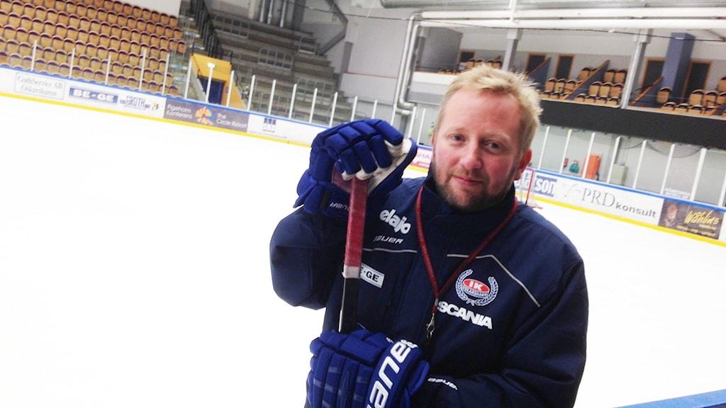 Fredrik Söderström i ishallen i Oskarshamn.