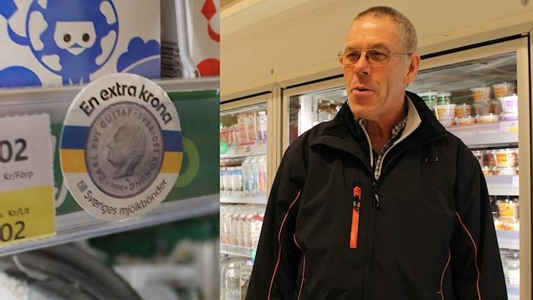 Mjölkkronan och mjölkbonden Anders Bäckmark i Hallingeberg. Foto:Johanna Lindblad Ahl/Sveriges RadioMjölkkronan och mjölkbonden Anders Bäckmark i Hallingeberg. Foto:Johanna Lindblad Ahl/Sveriges Radio