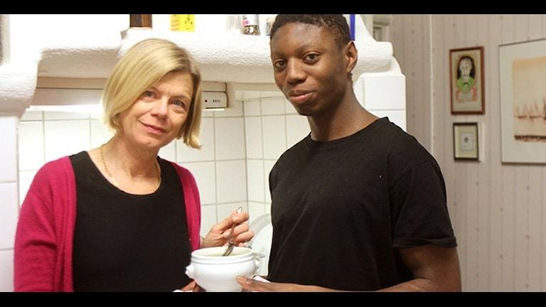 Annica och Calle Triberg i köket. Foto: Albert Håkansson