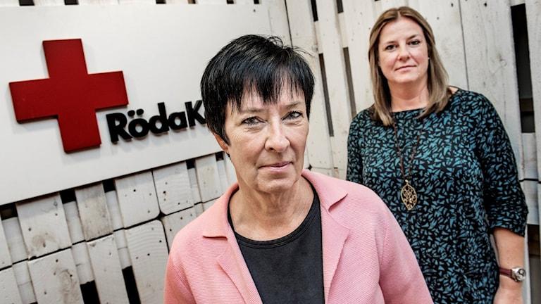 Mona Sahlin, nationell samordnare mot våldsbejakande extremism, och Röda Korsets ordförande Anna Carlstedt. Foto: Tomas Oneborg/Svd/TT