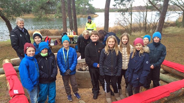 Eleverna på Falkenbergsskolan som övertygade politikerna om att få en säker grillplats i Oletveten i Kalmar.