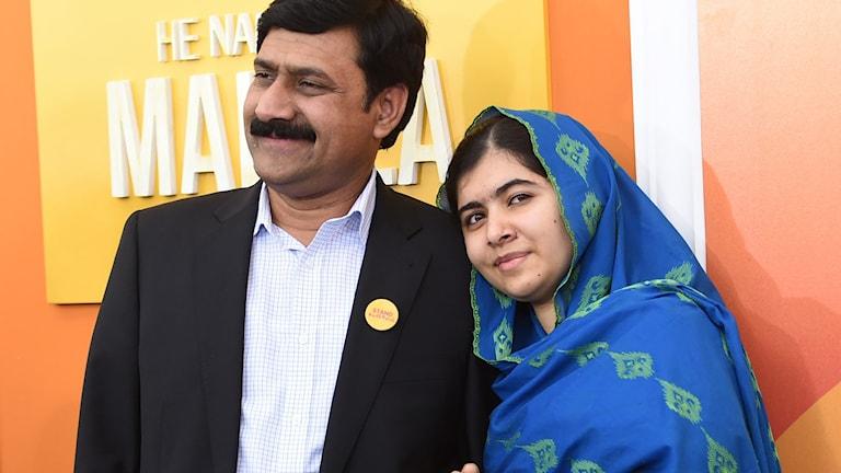 Ziauddin Yousafzai och Malala Yousafzai vid premiären av He Named Me Malala i New York. Foto: Evan Agostini/TT