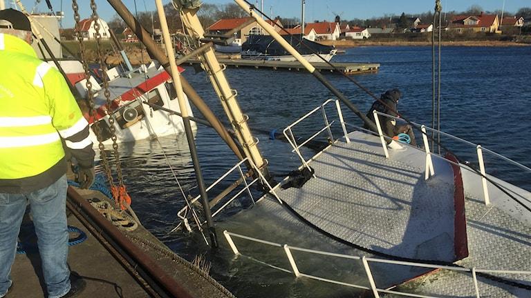 Båten som ligger under vatten.