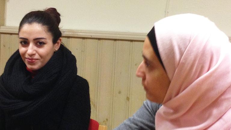 Rojin Ibrahim och Inaam Rashdan. Foto: Sigrid Edsenius/Sveriges Radio
