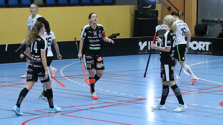 Josefine Bengtsson avgjorde för sitt Kalmarsund hemma mot Åstorp/Kvidinge med 5-4 efter förläggning. Foto: Faton Pasho / SR