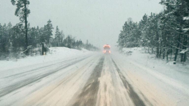 Mycket snö på E22. Foto Patrick Lundström Lyssnarbild
