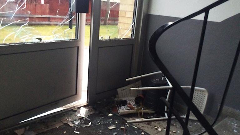 Krossad ruta på dörr. Foto: Peter Bressler/Sveriges Radio