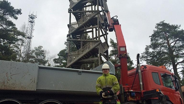 Utsiktstornet i Alboda Klint väger 26 ton. Sammanlagt finns 118 trappsteg och 16 viloplattformer.
