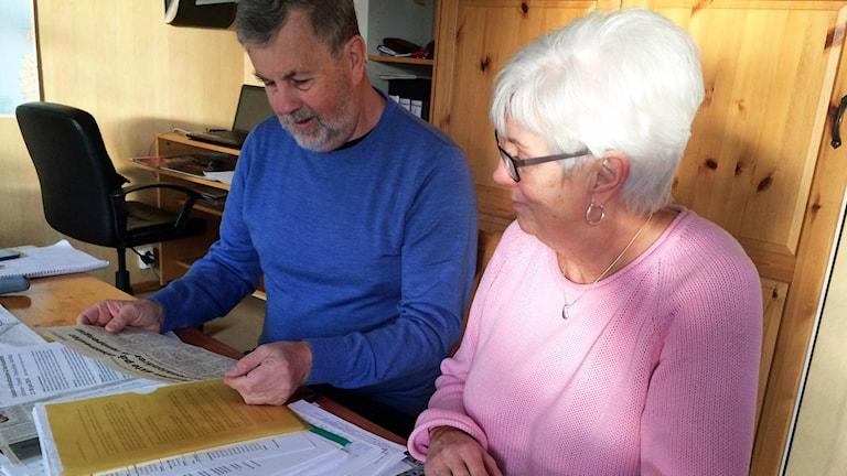 Åke och Anita Karlsson blev lurade på pengar av den före detta prästen.