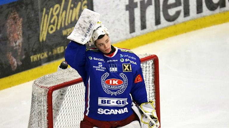 Erik Källgren inte riktigt nöjd efter förlusten mot Timrå med 1-2. Foto: Magnus Ekeros/Sveriges Radio