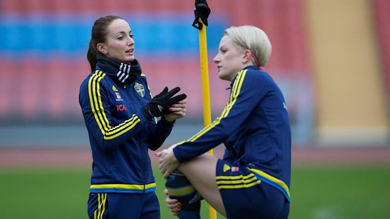 Kvinnliga fotbollsspelare.