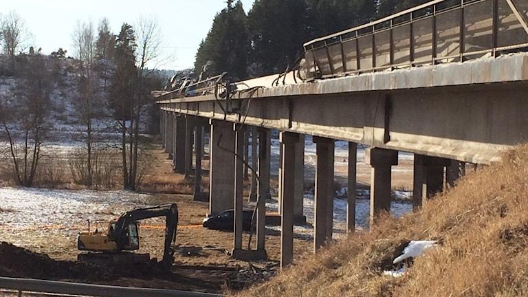 En del av räcket saknas på Skramstadbron.