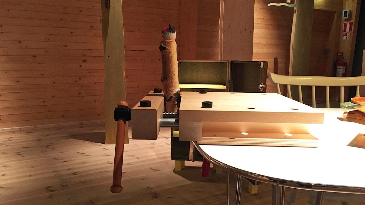 Utställningen Liv i slöjd visar bland annat upp världens minsta hyvelbänk.