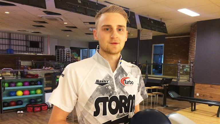 Jesper Svensson i bowlinghall