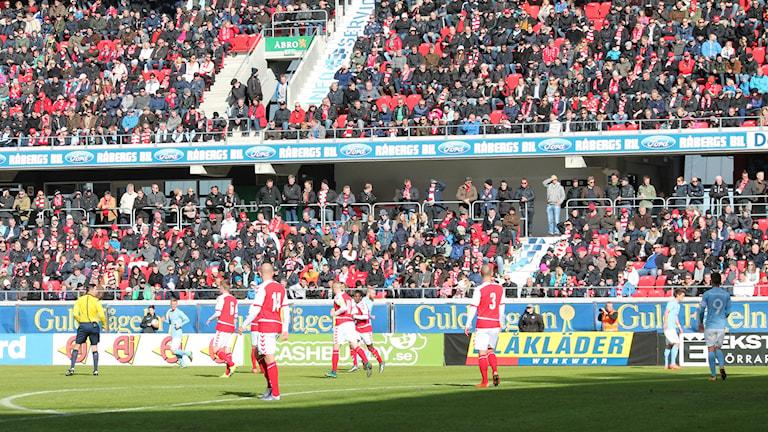 Fotbollsspelare på nya arenan i Kalmar