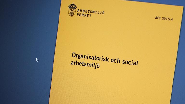 Orange föreskrift från Arbetsmiljöverket om organisatorisk och social arbetsmiljö.