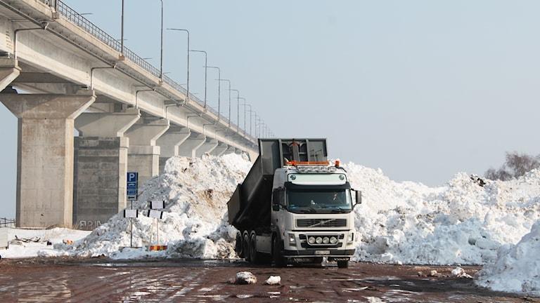Snöhög och Ölandsbron.