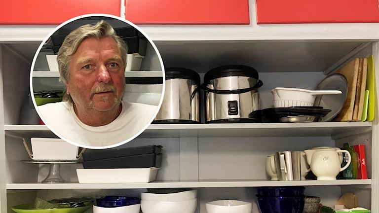 En närbild på en person och flera köksredskap på hyllor.