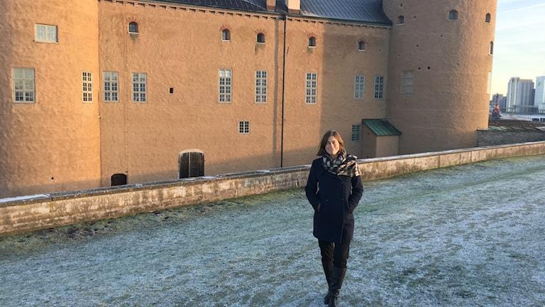 Mimmi mannheimer framför Kalmar slott