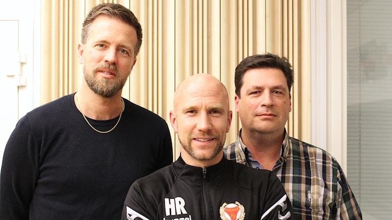 Joachim Lantz, Henrik Rydström och Magnus Krusell står framför en vägg.